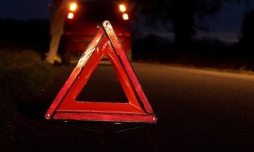 В Крыму опрокинувшийся грузовик зажал водителя