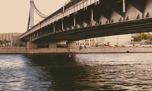 Баржа наехала на Крымский мост