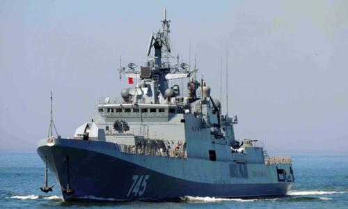 Вернувшись из похода, военные корабли стоят на карантине