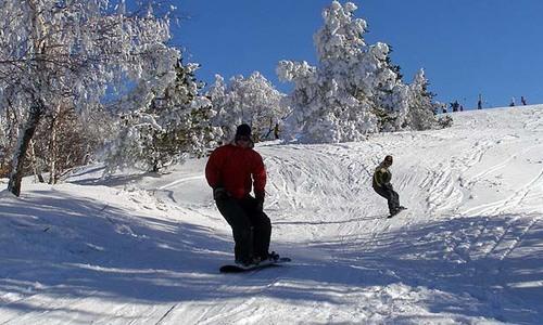 Дорогу на Ай-Петри закрыли из-за снега