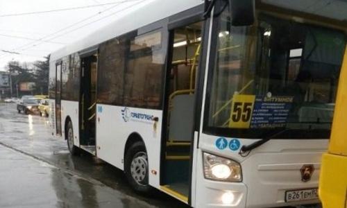 Водитель маршрутки в Симферополе ударил пассажирку