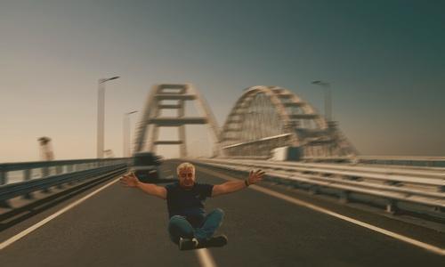 Истории, что украинцы ездят трогать Крымский мост не фейк