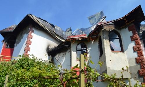 В Севастополе загорелся двухэтажный жилой дом
