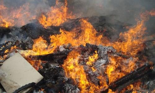 За сутки в Крыму тушили три пожара в заброшенных зданиях