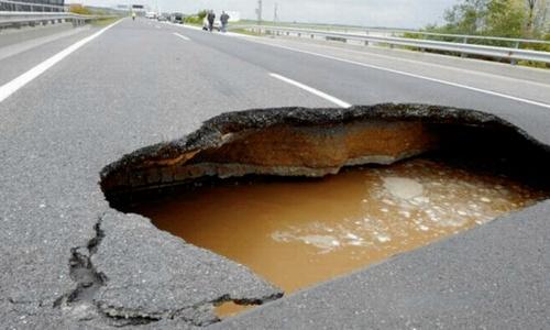 А сколько еще дорог в Крыму могут вот-вот провалиться?