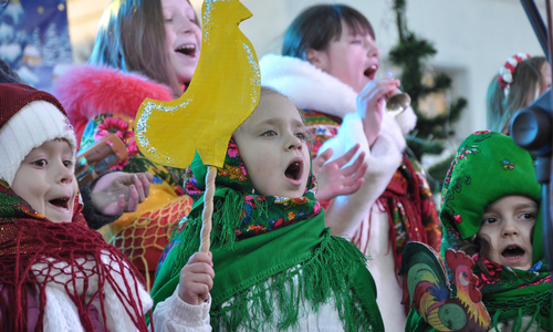 Поколядовали: В Крыму трое детей сбежали из дому в поисках сладостей