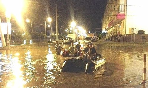 Охранники плыли за Аксеновым по улицам Керчи