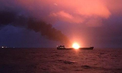 Пострадавших в пожаре моряков доставят в Керчь сегодня