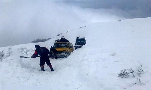 За последние два дня в снегу застряло пять автомобилей