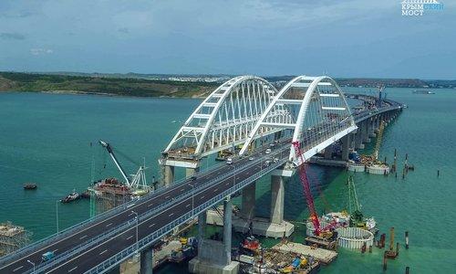 Крымский мост заработает раньше срока, пообещал Путин