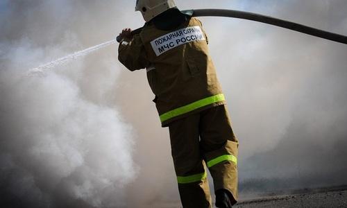 Под Симферополем из горящего дома вынесли мужчину