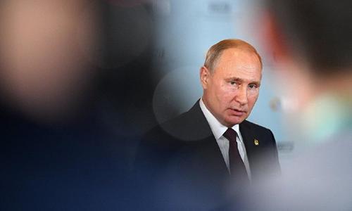 Только крымчане разогнались, а тут Путин говорит: «Погодите недельку»