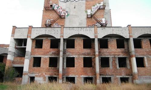 В Евпатории снесут 30-летний недострой