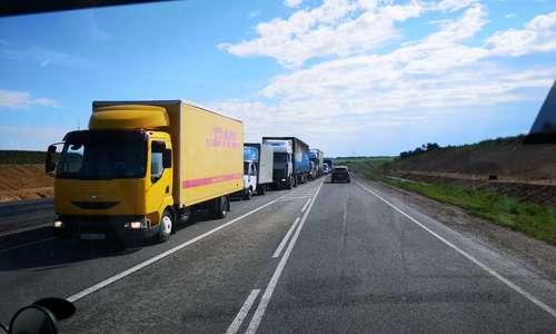 Водители застряли в огромном заторе при въезде в Симферополь