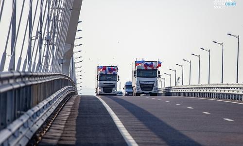 Крымский мост закрыл паре из РФ въезд в Украину