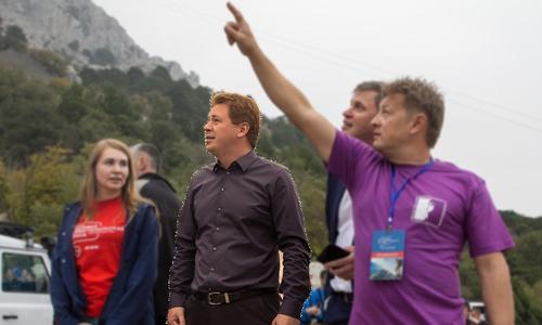 Губернатора Севастополя наградят за ходьбу по узкой дорожке