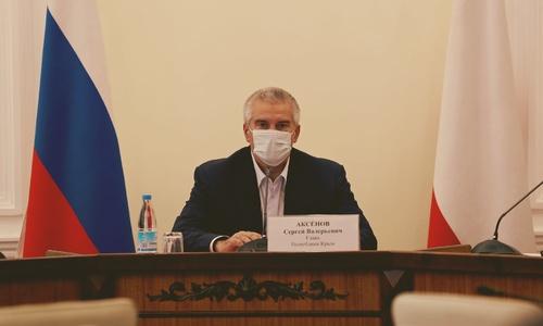Аксенов признался, что на него давят с требованием закрыть Крым