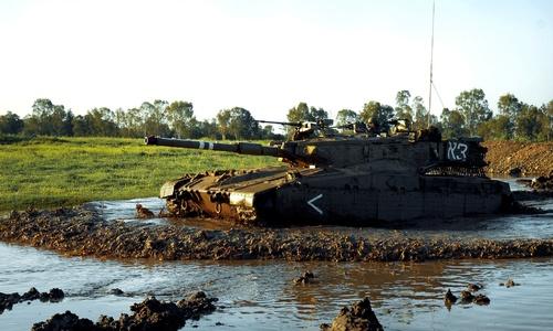 Военные едут под Керчь на учения месить грязь