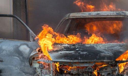 В Севастополе ночью горел автомобиль