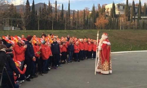 Дед Мороз из Великого Устюга зажигает в «Артеке»