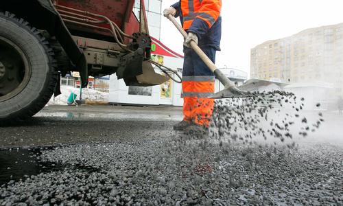 Ремонтировать дороги в Евпатории по-прежнему некому