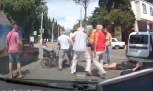 В Алуште устроили массовую драку из-за инвалида