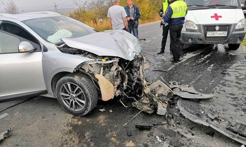 Под Феодосией столкнулись ВАЗ и Renault. Пострадали трое