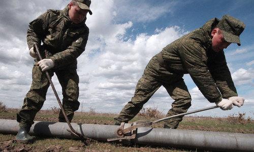 По проложенному военными в Крыму водопроводу пустили воду