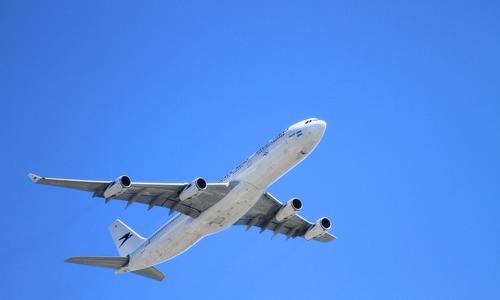 Проблемы с закрылками вернули самолет в Симферополь
