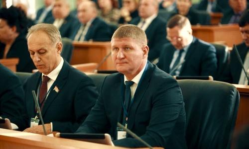 Депутат Шеремет любит тактильные приемы граждан