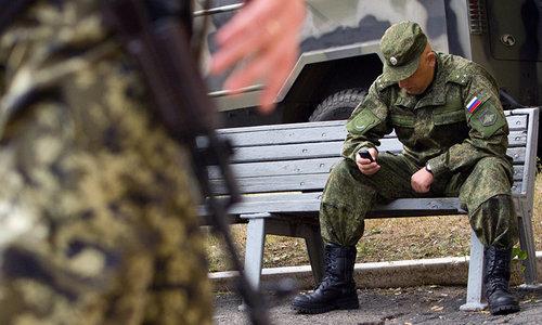 Российским военным запретили держать при себе смартфоны
