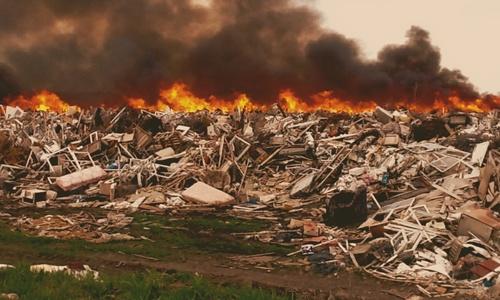 На тлеющий мусорный полигон в Евпатории идет аномальная жара