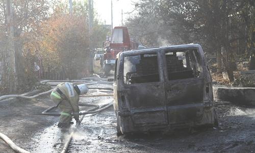 На пожаре в Севастополе загорелись дом, гараж и два авто