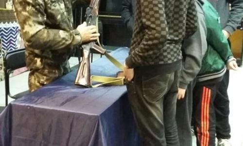 В Ялте подростков попытались убедить, что армия – это круто