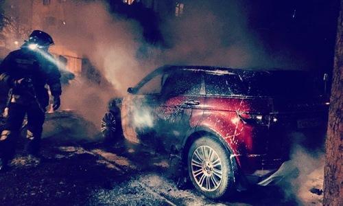 В Севастополе ночью сгорел внедорожник