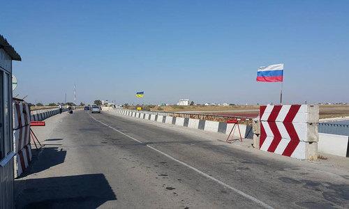 За месяц границу Крыма пересекли почти 200 тысяч человек