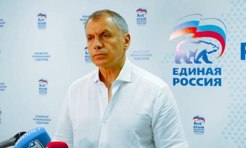 В Крыму предложили жать Запад, пока он не сломается