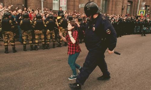 В Керчи за проявление патриотизма будет гонять полиция