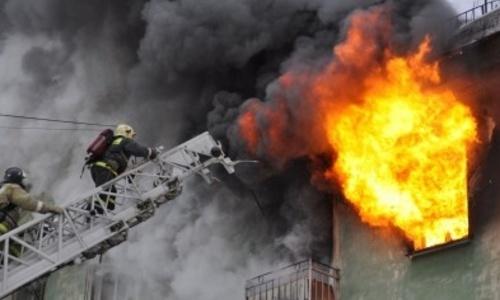 В Симферополе сотрудники МЧС спасли из огня двоих детей