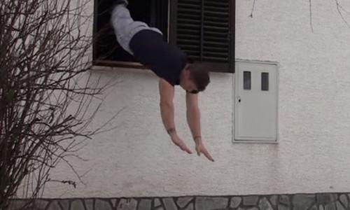 Взял сумку и прыгнул в окно: в Крыму поймали столичного вора