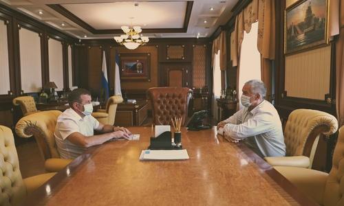 Аксенов угостил министров прощальным чаем