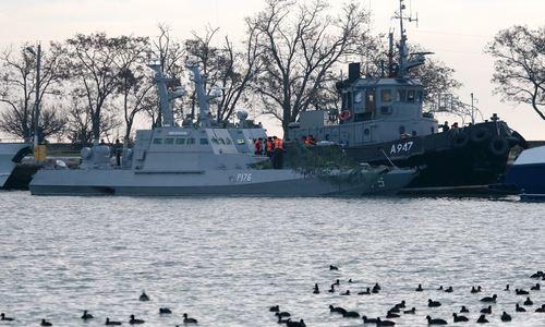 Задержанным украинским морякам решили помочь копеечкой