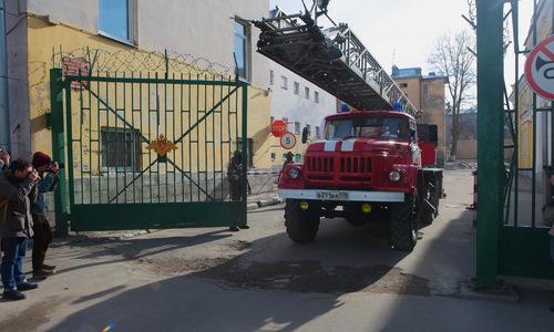 В Феодосии полицейские вынесли из огня женщину